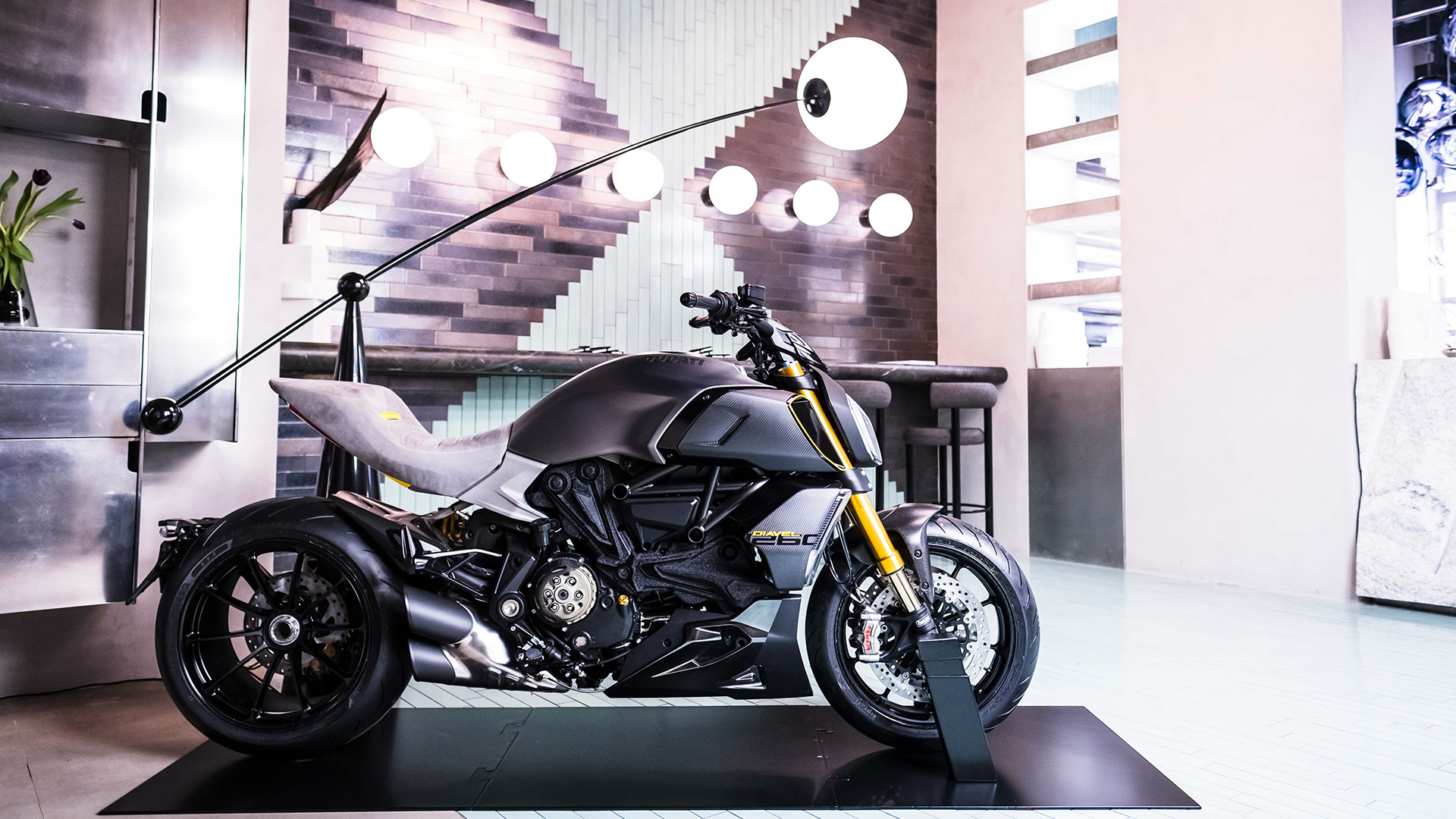 Diavel-1260-Design-Week-03-Gallery-1920x1080.jpg