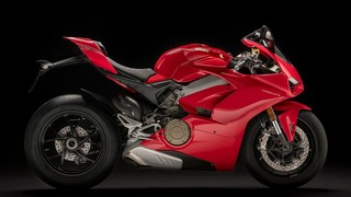 Panigale-V4-MY18-Red-02-Slider-11Gallery-1920x1080.jpg