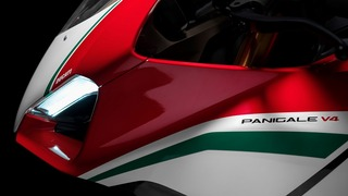 Panigale-V4-MY18-Tri-Colours-Livery-04-Slider-Gallery-1920x1080.jpg