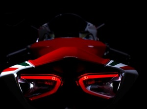 s-Superbike_1199_Panigale_S_Tricolore_21.jpg